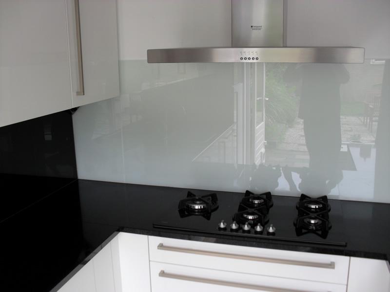 Glad Keuken Achterwand : Keuken badkamer achterwanden glaszetterij wolf