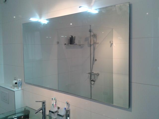 Spiegel voor badkamer badkamer met hout staal en marmer dees